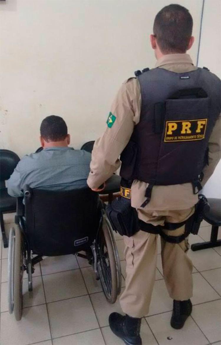 Cadeirante tem mandado de prisão em aberto pelo crime de roubo - Foto: Divulgação   PRF