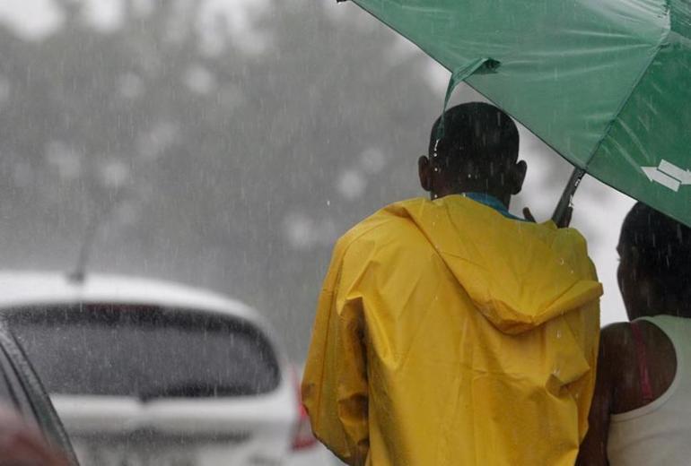 Tempo chuvoso deve se estender até o final de semana, prevê Inmet