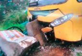 Ônibus bate em estrutura de concreto na Paralela e deixa trânsito lento | Foto: