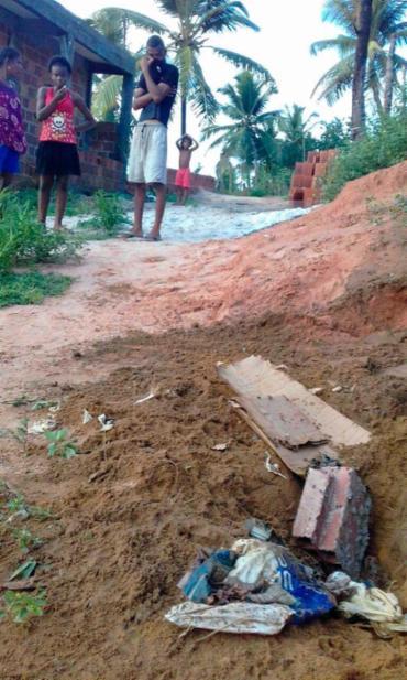 O corpo de bebê estava em estado avançado de decomposição - Foto: Joá Souza | Ag. A TARDE