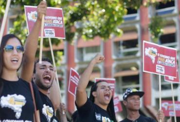 Estudantes e professores de universidades estaduais protestam no CAB