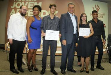 Programa capacita 60 jovens para o mercado de trabalho