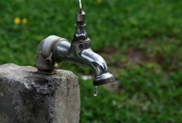 Embasa atrasa obra e 30 localidades ficam sem água em Salvador