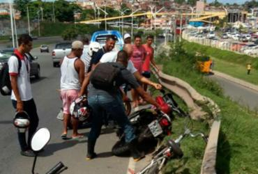 Mulher morre e um homem fica ferido após fugir de blitz, diz polícia