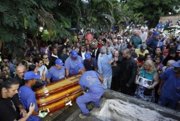 Corpo do cantor Jerry Adriani é sepultado no Rio