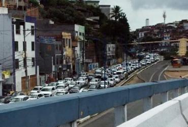 Trânsito congestionado na entrada do Vale do Ogunjá