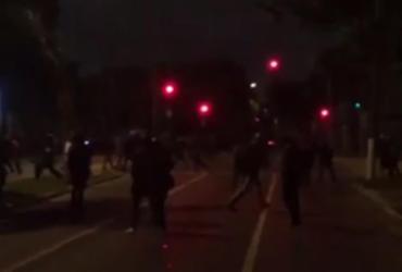 Protesto em frente à casa de Temer em SP tem confronto entre manifestantes e PM