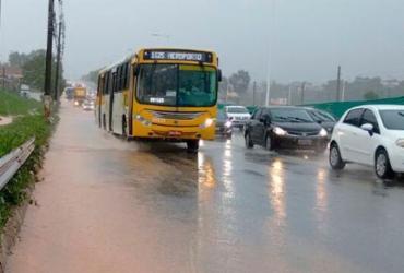 Chuva causa pontos de alagamento em vias de Salvador