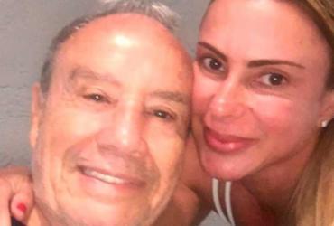 Stênio Garcia manda recado para esposa internada: 'Logo estarei ao seu lado'