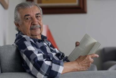 Florisvaldo Mattos lança 'Estuário dos Dias e Outros Poemas'