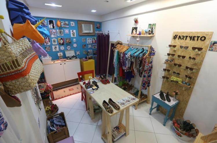A loja colaborativa reúne cinco marcas de moda e decoração na Graça - Foto: Adilton Venegeroles | Ag. A TARDE