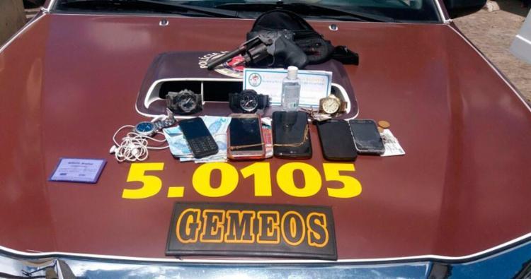 Parte dos pertences dos passageiros foi recuperada pela polícia - Foto: Divulgação | SSP