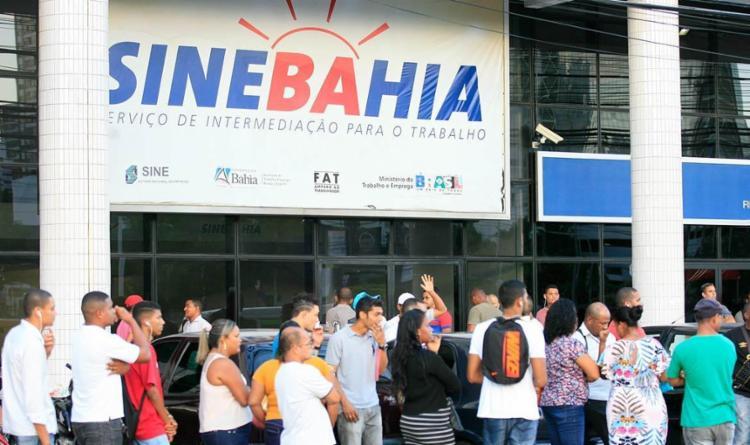 Na capital, os candidatos deverão ir à unidade central do SineBahia, que fica localizada na ACM - Foto: Edilson Lima | Ag. A TARDE