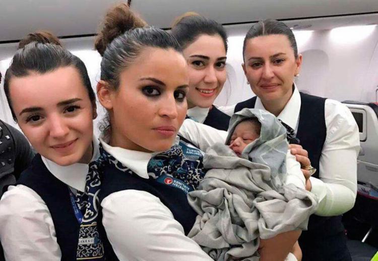 A tripulação ajudou no parto - Foto: Divulgação | Turkish Airlines