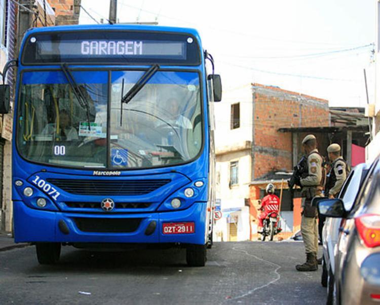 Ônibus voltarão a circular nesta quarta-feira com segurança reforçada - Foto: Edilson Lima | Ag. A TARDE