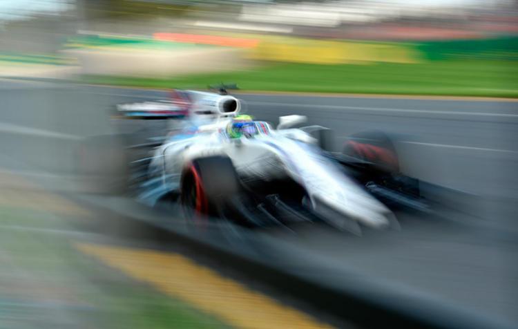 A ideia é que pilotos possam duelar cada vez mais na pista - Foto: Saeed Khan | AFP