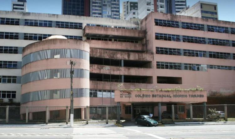 Colégio teve teto e muro desabados por conta da chuva - Foto: Reprodução | Google Maps