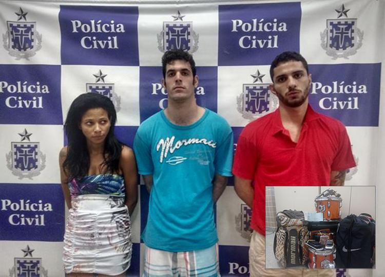 Suspeitos não liberavam nada entre os pertences das vítimas. Até instrumentos musicais (no detalhe) eles levaram para casa - Foto: Andrezza Moura l Ag. A TARDE