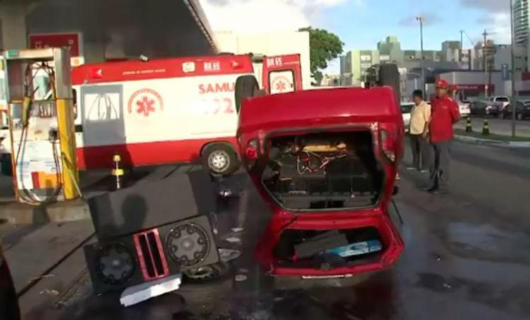 Motorista ficou ferido no acidente e foi atendido pelo Samu - Foto: Reprodução | TV Bahia