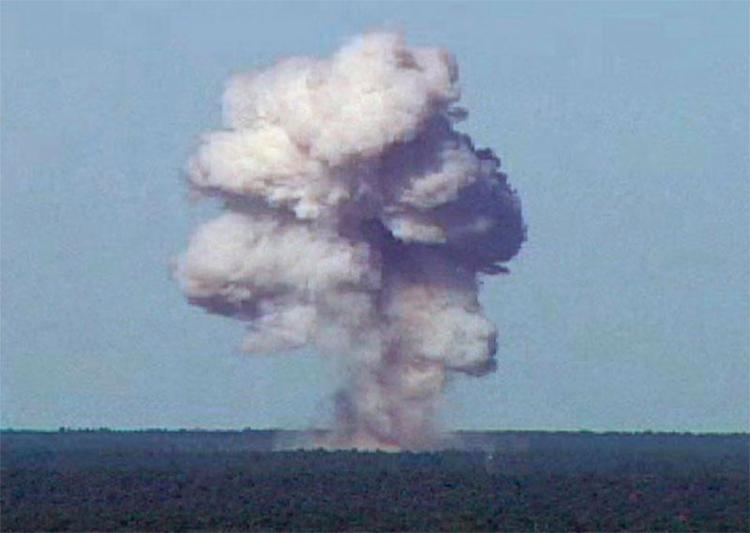 Bomba atingiu área de cavernas usadas pelo Estado Islâmico - Foto: U.S. Air Force | Divulgação