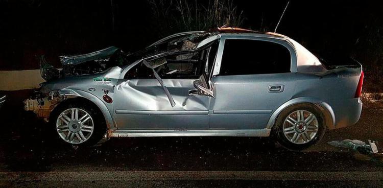 Frente do carro ficou destruída no acidente - Foto: Divulgação | PRF
