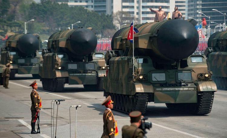 Novo míssel de longo alcance foi apresentado em desfile - Foto: Ed Jones | AFP