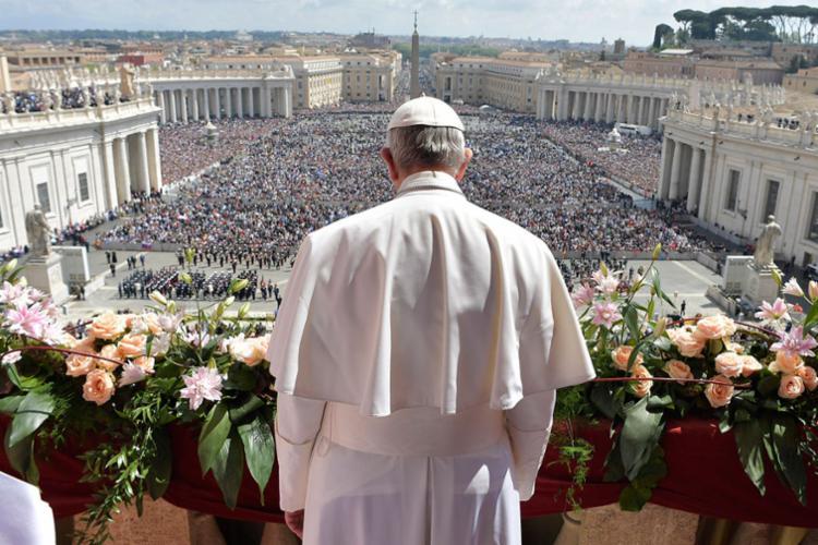 Missa reuniu mais de 60 mil pessoas na Praça São Pedro - Foto: Ho | Osservatore Romano | AFP