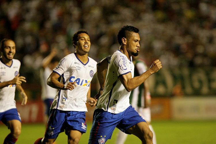 Hernane comemora o 1º gol do Bahia no Joia da Princesa - Foto: Margarida Neide / AG. A TARDE