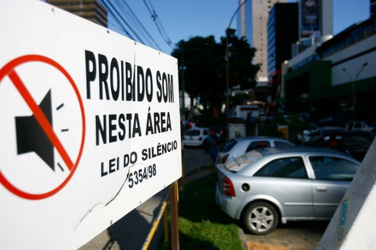 Lei de combate à poluição sonora estabelece o volume máximo permitido para cada horário e prevê multas - Foto: Joá Souza   Ag. A TARDE   10.10.2014