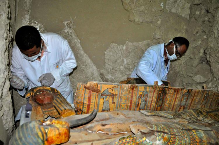Os arqueólogos encontraram ainda utensílios com os nomes dos donos dos túmulos - Foto: Stringer   AFP