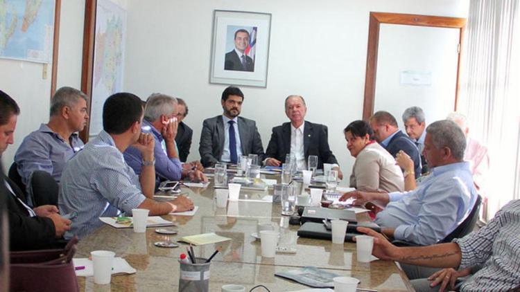 Vice-governador João Leão durante reunião com prefeitos - Foto: Divulgação | Seplan