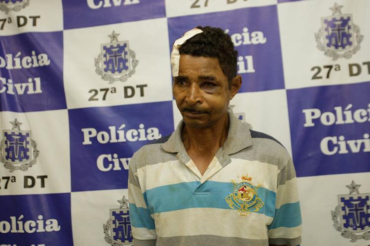 Pedreiro foi espancado por vizinhos, revoltados com a crueldade contra a criança - Foto: Margarida Neide l Ag. A TARDE