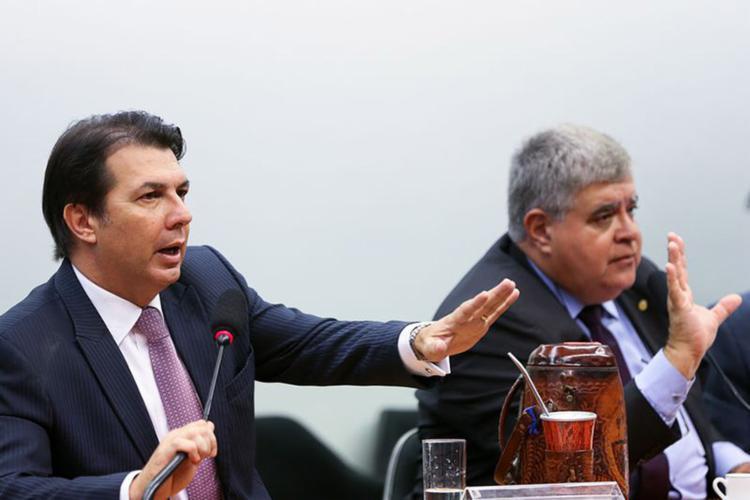 Maia e Marum durante a sessão da comissão que analisa mudanças na aposentadoria - Foto: Marcelo Camargo l Agência Brasil