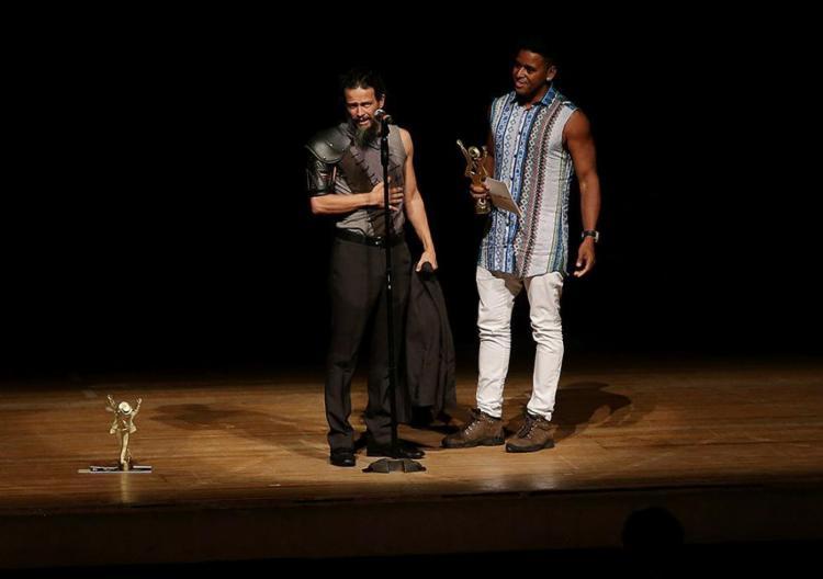 O espetáculo Mágico Mar, texto de Joyce Aglae, levou os prêmios de diretor, atriz e categoria especial - Foto: Adilton Venegeroles l Ag. A TARDE