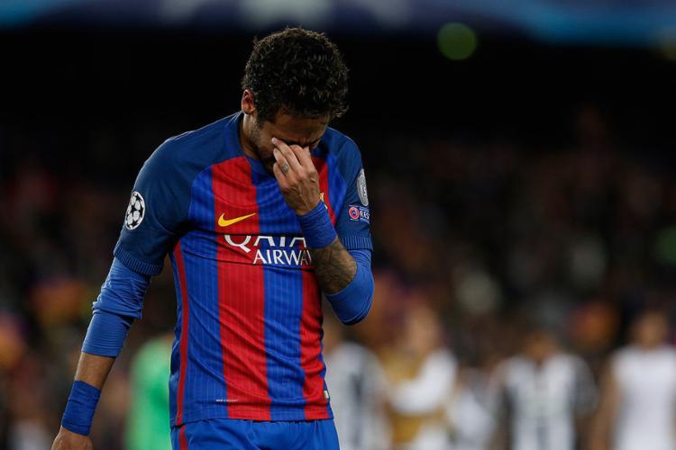 O atacante brasileiro foi suspenso por três jogos - Foto: Pau Barrena l AFP