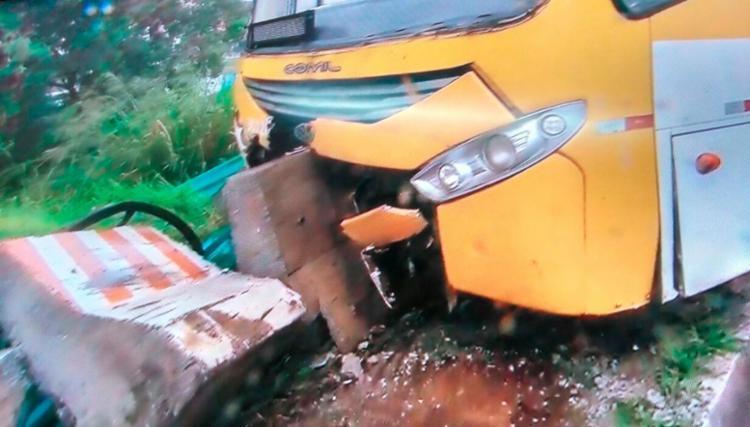 Apesar da colisão, ninguém ficou ferido no acidente na manhã desta quinta - Foto: Reprodução | TV Bahia