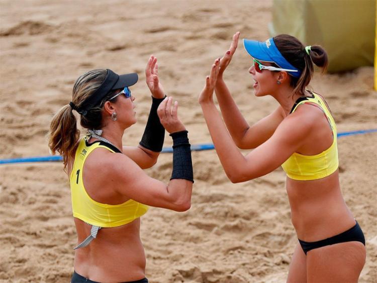 Maria Elisa e Carol Horta venceram as polonesas Kolosinska e Gruszczynska de virada - Foto: Divulgação | FIVB