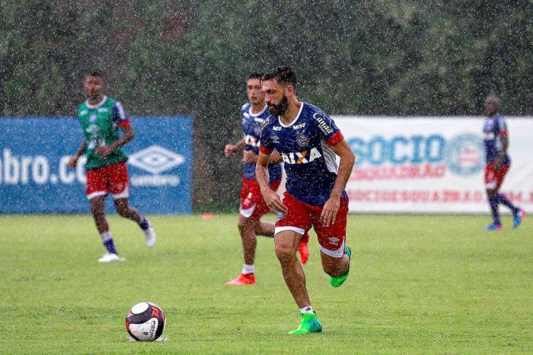 Tricolor treinou nesta sexta-feira, 21, debaixo de muita chuva no Fazendão - Foto: Felipe Oliveira l EC Bahia