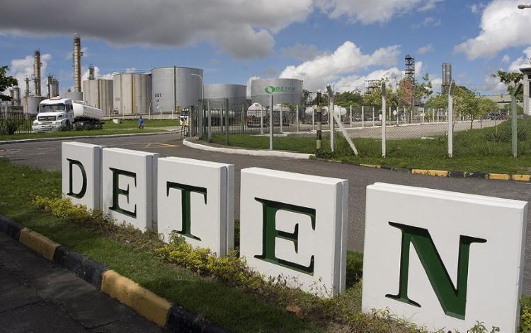 Empresa produz na Bahia os insumos químicos básicos para tensoativos usados na fabricação de detergentes - Foto: Carlos Casaes l Ag. A TARDE l 3.6.2008