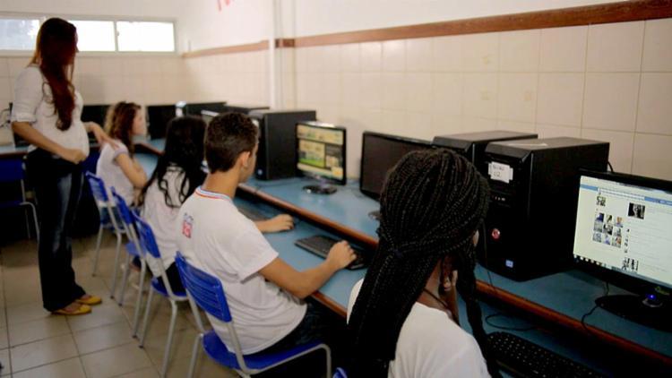 Jovens estão expostos a riscos na internet - Foto: Secom-Gov l Divulgação l 26.8.2016