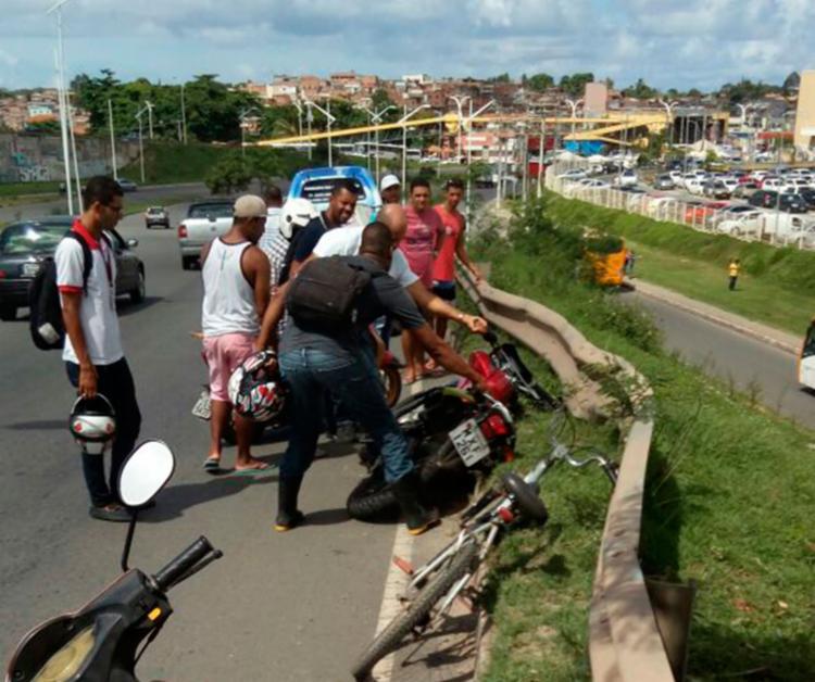 O acidente aconteceu em um viaduto próximo ao Salvador Norte Shopping - Foto: Cidadão Repórter | Via WhatsAppp