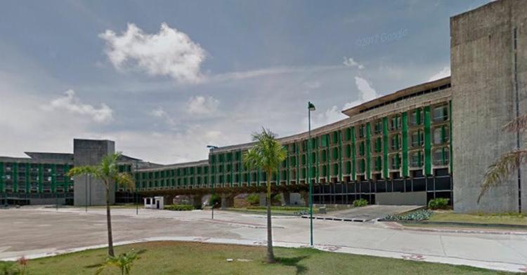 A mulher foi atropelada em frente à Secretaria de Educação - Foto: Reprodução | Google Maps