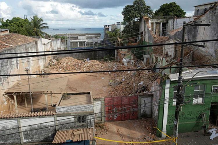 Desabamento foi resultado da falta de manutenção do imóvel e das fortes chuvas. - Foto: Xando Pereira | AG A TARDE