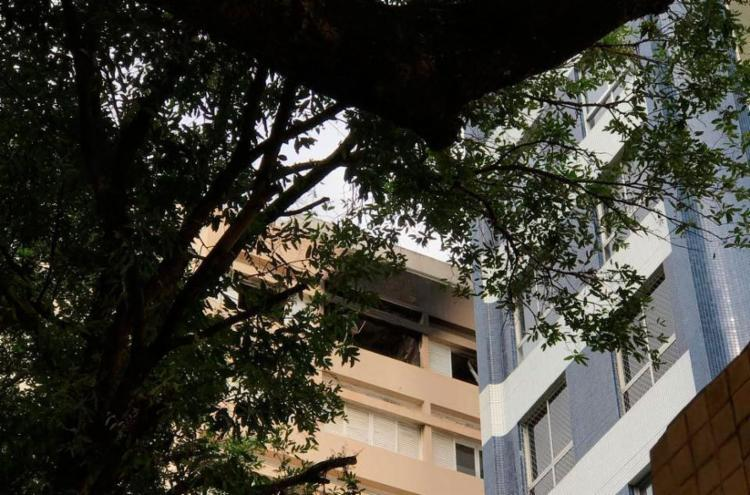 Fogo atingiu apartamento no nono andar - Foto: Xando Pereira | Ag. A TARDE