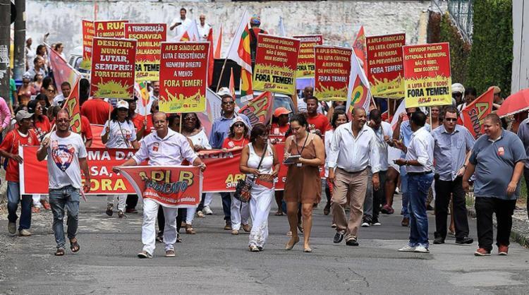 Movimentos sindicais são contra as reformas - Foto: Adilton Venegeroles l Ag. A TARDE l 24.3.2017