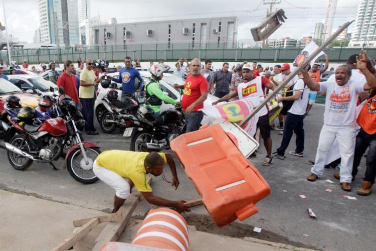 A pancadaria aconteceu nas proximidades da Madeireira Brotas - Foto: Raul Spinassé | Ag. A Tarde