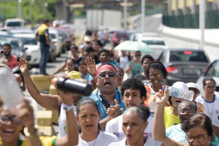 Grupo foi a pé de Pau da Lima até o viaduto Nelson Dahia - Foto: Raul Spinassé | Ag. A TARDE