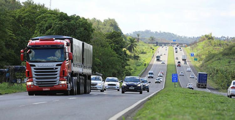 Após desbloqueio das vias , trânsito volta a fluir - Foto: Joá Souza | Ag. A TARDE