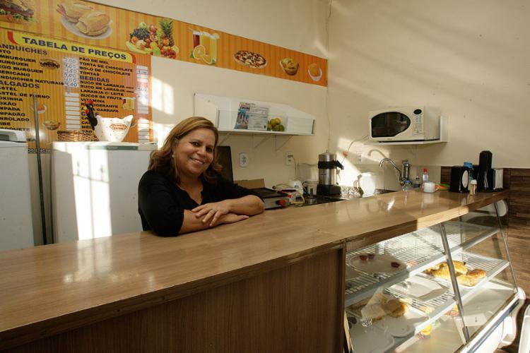 Jussara, da Aroma Lanches, fica atenta aos eventos das áreas de gestão e gastronomia - Foto: Mila Cordeiro l Ag. A TARDE