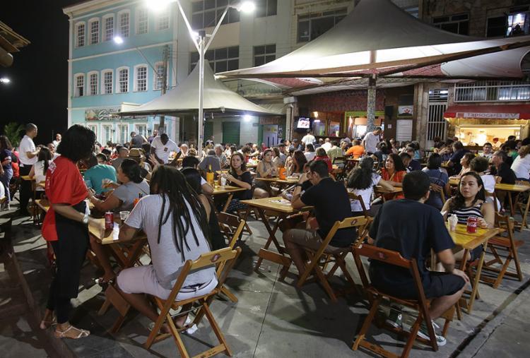 Após protestos, momento de relaxar no Rio Vermelho - Foto: Joá Souza l Ag. A TARDE